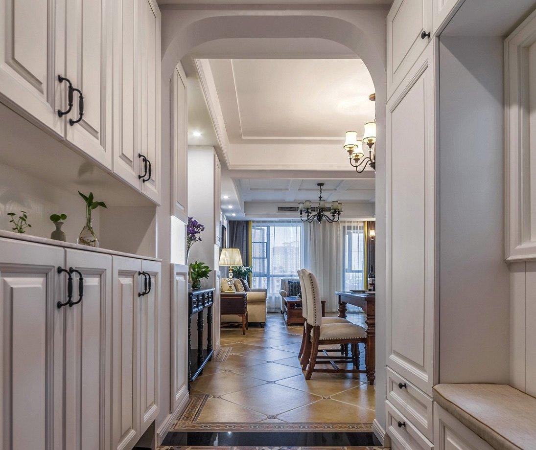 效果图         入户就选用的做到顶的柜子增加储物,客厅吊顶用石膏板图片