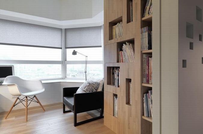 书房也是主打白色的,不过地板是采用的木质地板,也很符合书房的气质啊
