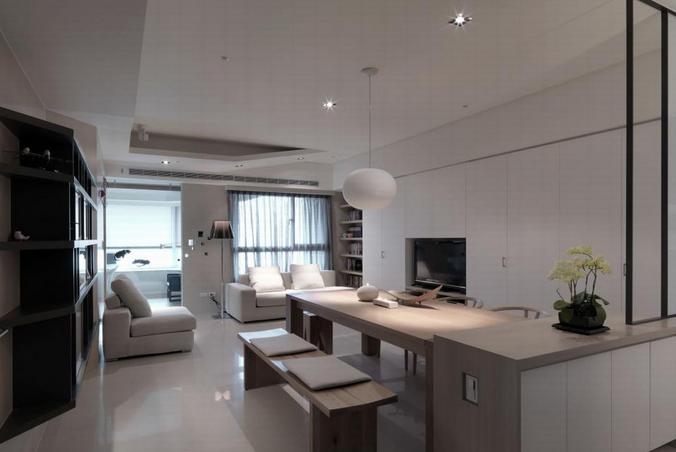 客厅全部采用的是白色的系列,可能业主对于白色有不同的爱好吧