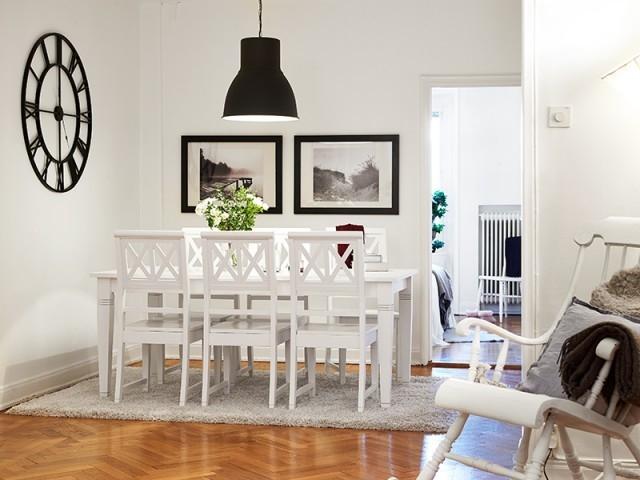 餐厅设计也以简约为主,整个餐厅以黑白灰三种颜色来作为装饰,对于细节的诠释很到位。