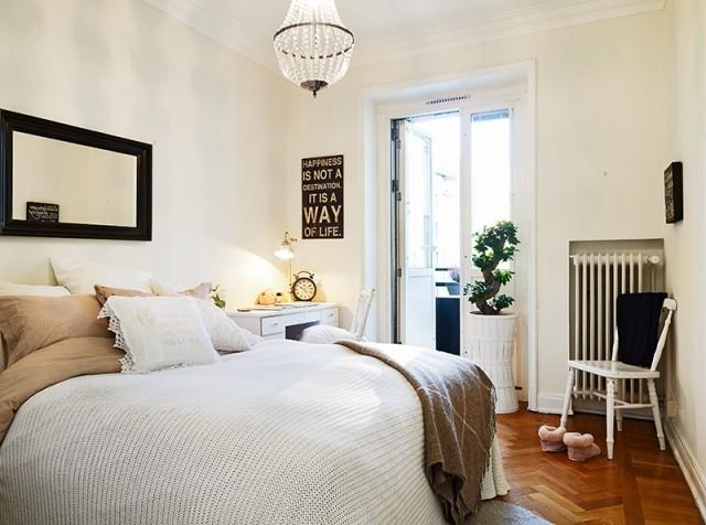 卧室以米白色为基调,一切的搭配都显得非常自然,看起来简直无可挑剔,淡淡的舒适感迎来。
