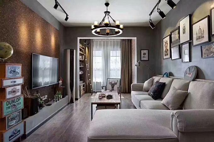 客厅以金属和水泥的元素互相融入,给人一种好像经过泥沙与沧桑洗礼的感觉,整体设计非常个性化。