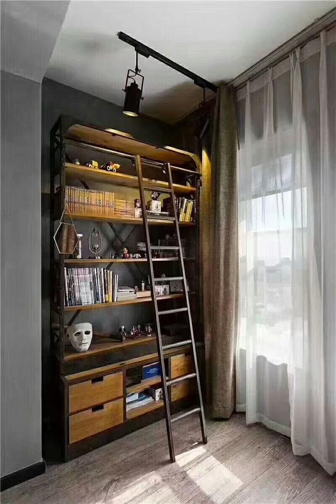 客厅的一角以书柜的形式来呈现,也可以作为书房来使用,非常的节约空间,这样看来装饰效果也十分好。
