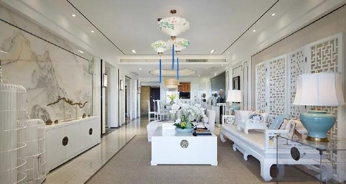 客厅整体就是大气上档次的感觉,背景墙以中国有名的山水画为主,多处利用白色白色屏风式的博古架来作为装饰,三盏灯都具有古风的特色。