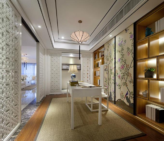 书房灯饰与客厅互相呼应,美丽的柜门看得也非常舒适,实木书柜与镂空隔断互相协调,有着别样的韵味。