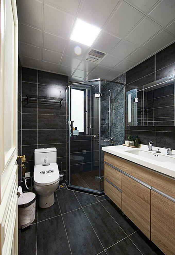 卧室也做了一个干湿分离,以深色为基调也能增亮整体的光线,整体给人感觉整洁大方。