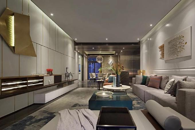 客厅背景墙面以不规则的金属线条来勾勒出不一样的大气感觉,装饰上也以金属来表达,沙发背景又以一个金属标本的形式来呈现。