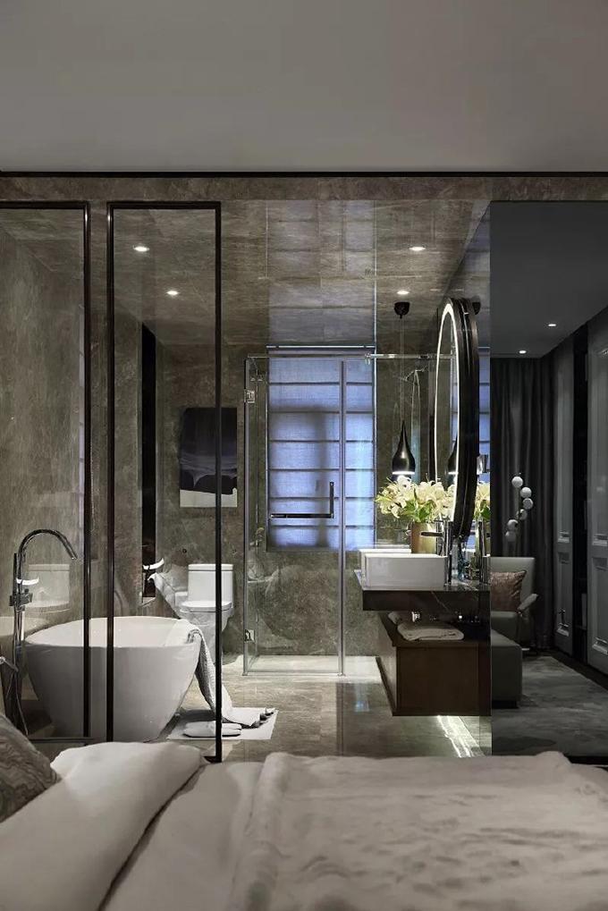 卫生间也是大气的感觉,大气灰的石材与自然的花纹,配上洁具的清新亮白,与整体十分搭调。